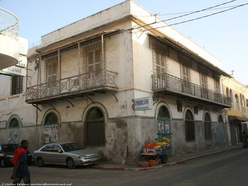 Maison coloniale au s n gal for Salon a vendre a dakar