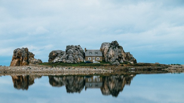Bord de mer douce cahute - Maison entre les rochers ...