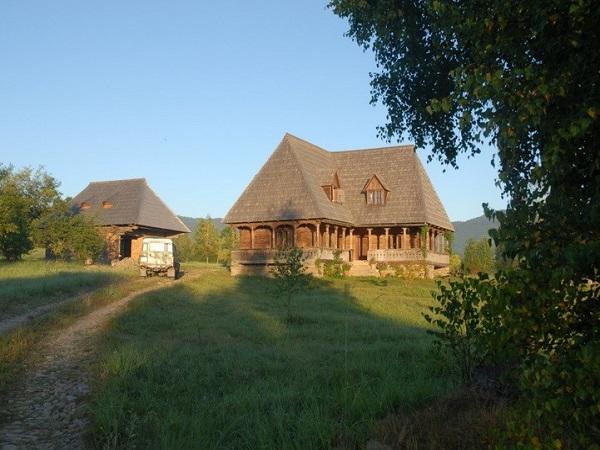 maison bois roumanie