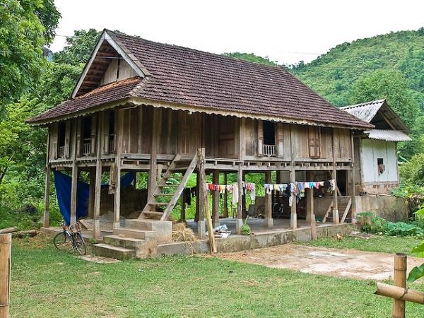 Maisons sur pilotis typiques du Vietnam