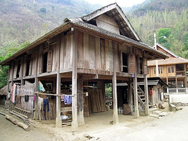 Maisons sur pilotis typiques du vietnam - Maison bois pilotis ...