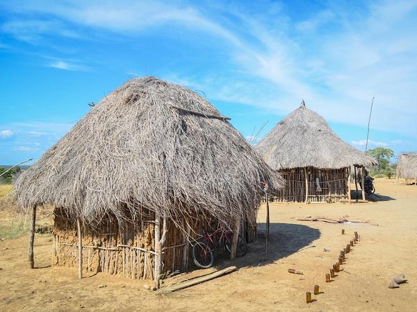 hutte typique angola