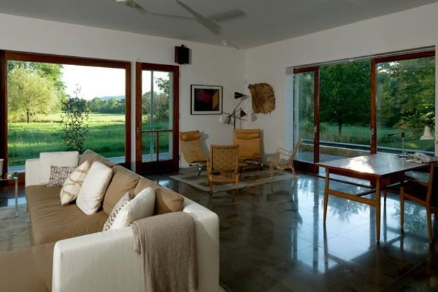 une grange am ricaine transform e en maison. Black Bedroom Furniture Sets. Home Design Ideas