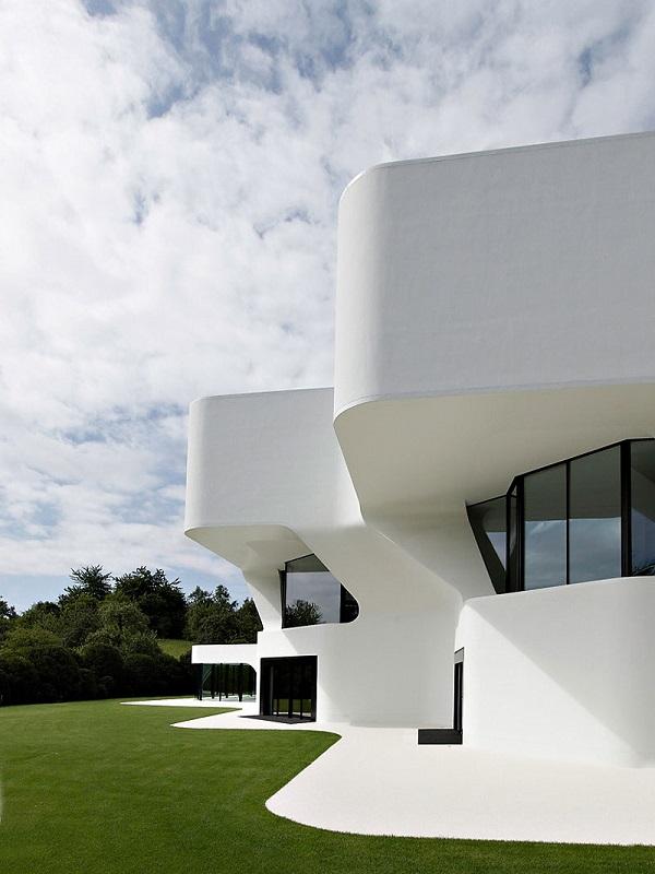 Maison futuriste awesome maison futuriste en bois gallery - Maison architecte design futuriste silvestre ...