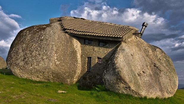 La maison en pierre du portugal - Maison en pierre giordano hadamik architects ...