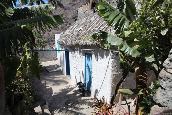 maisons-typiques-cap-vert-toit-de-chaume