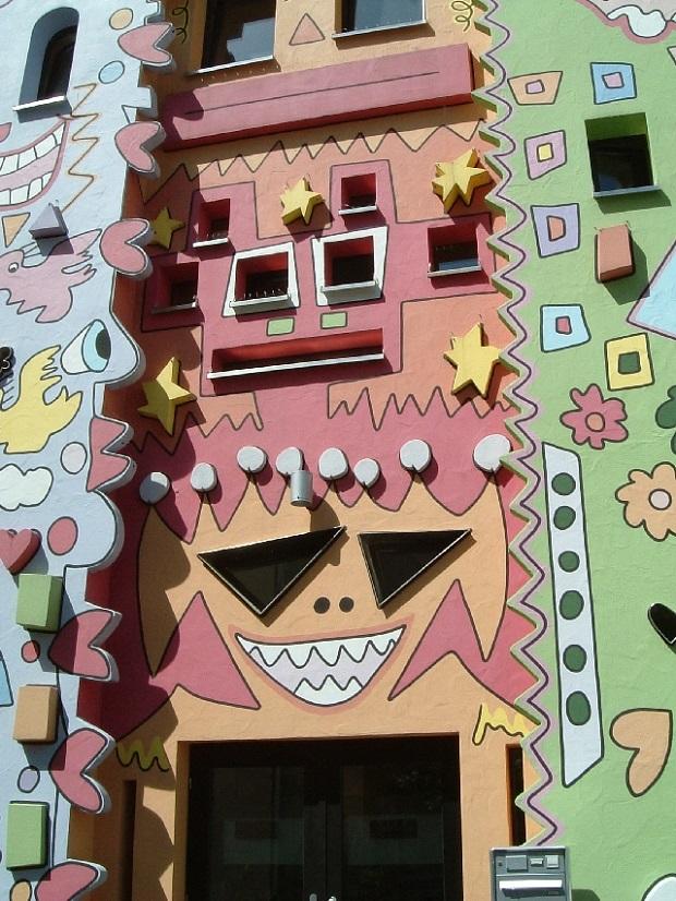 maison joyeuse colorée