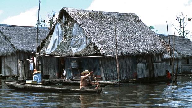 Maisons du fleuve Amazone : Pérou & Brésil