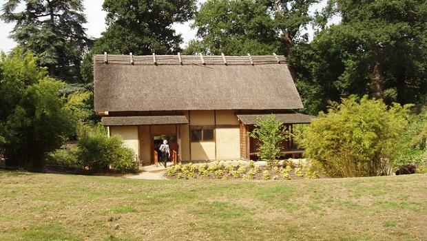 La maison traditionnelle japonaise for Jardin japonais maison