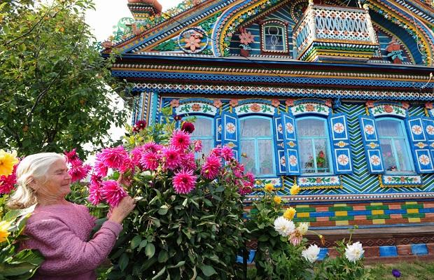 maison russe colorée