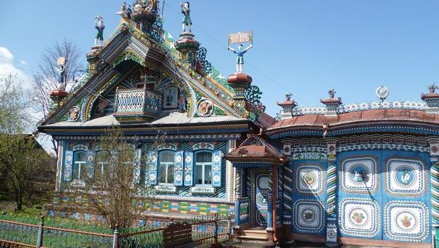 magnifique maison de forgeron en Russie