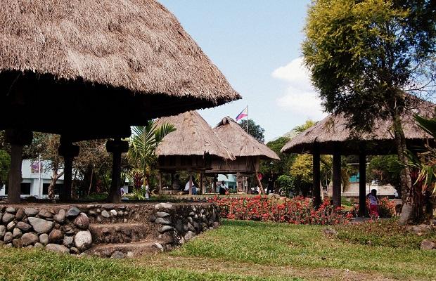 Les maisons traditionnelles aux philippines for Aux maisons maison les chaources