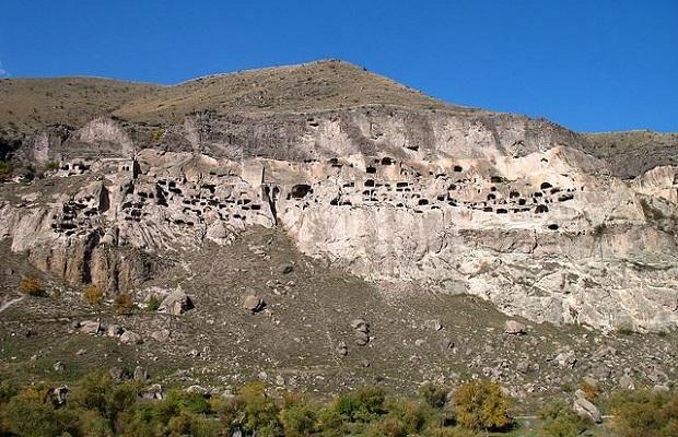 maisons dans les grottes