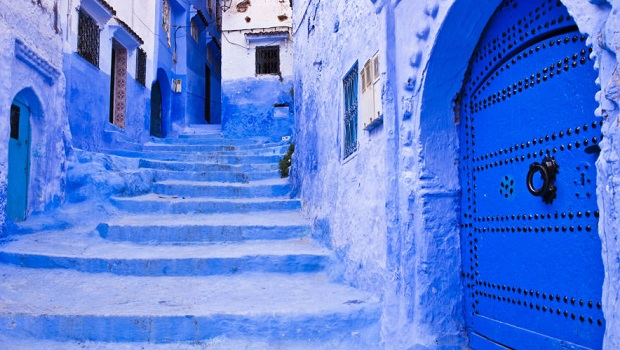 chefchaouen cette ville marocaine est compl tement recouverte de bleu. Black Bedroom Furniture Sets. Home Design Ideas