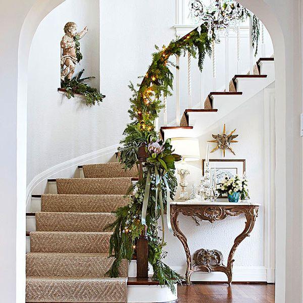 30 belles idées de Noël pour décorer les escaliers