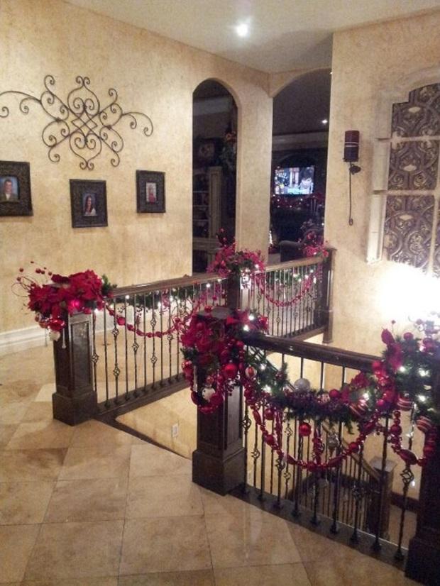30 belles id es de no l pour d corer les escaliers for Decoration escalier maison