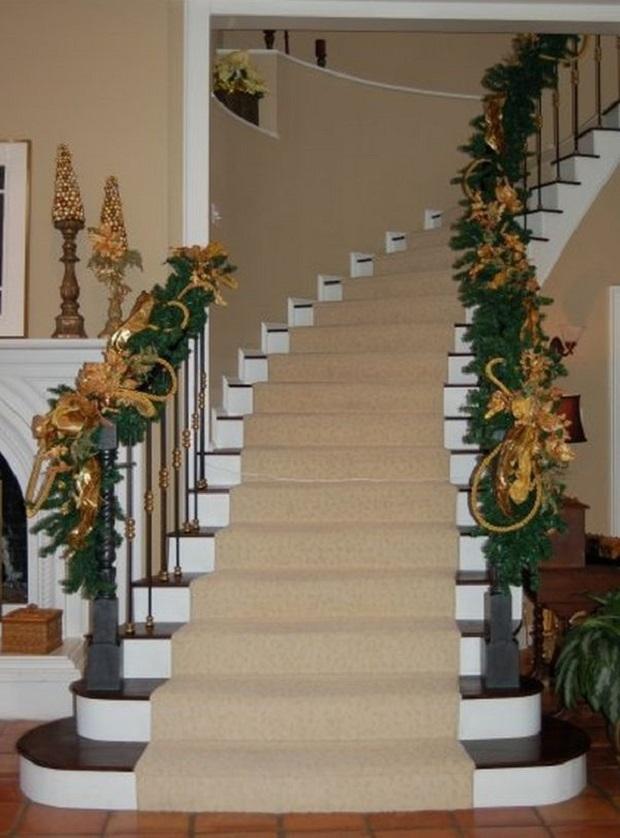 30 belles id es de no l pour d corer les escaliers. Black Bedroom Furniture Sets. Home Design Ideas