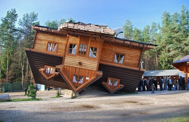 les maisons à l'envers à travers le monde