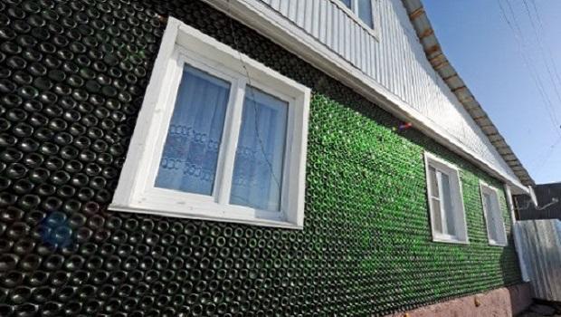 Un russe construit une maison avec 12 000 bouteilles de champagne