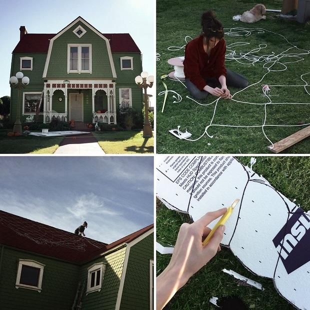 cette artiste transforme la maison de ses parents en sc ne. Black Bedroom Furniture Sets. Home Design Ideas