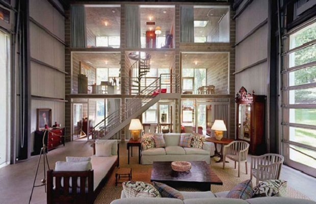 une maison vintage l 39 int rieur d 39 un hangar industriel g ant. Black Bedroom Furniture Sets. Home Design Ideas
