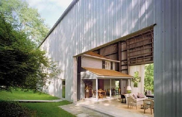 Une maison vintage l 39 int rieur d 39 un hangar industriel g ant - Debarrasser une maison ...