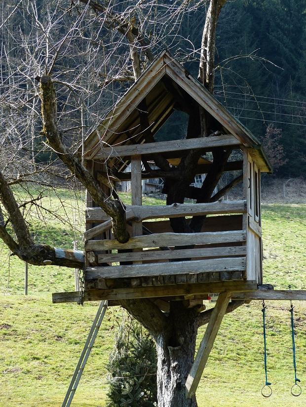 Des petites maisons uniques dans des lieux improbables - Construire une maison dans un arbre ...