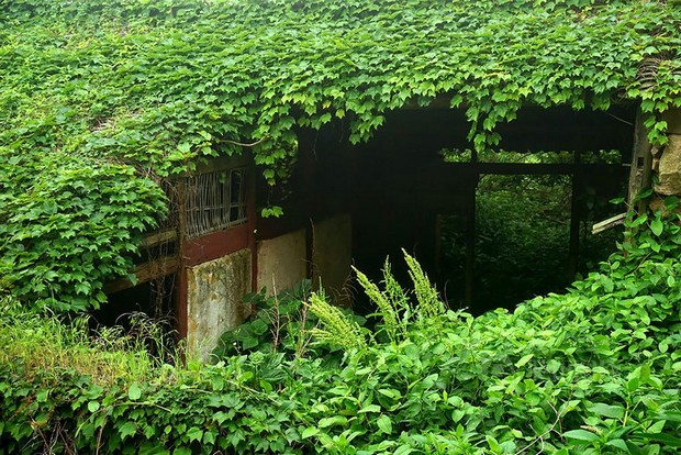 village abandonné recouvert 5