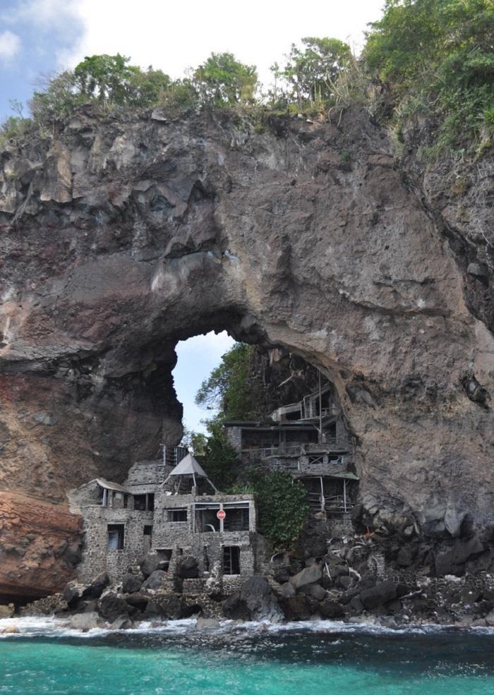 L 39 histoire du paradis perdu de moonhole for Architecture qui se fond dans le paysage