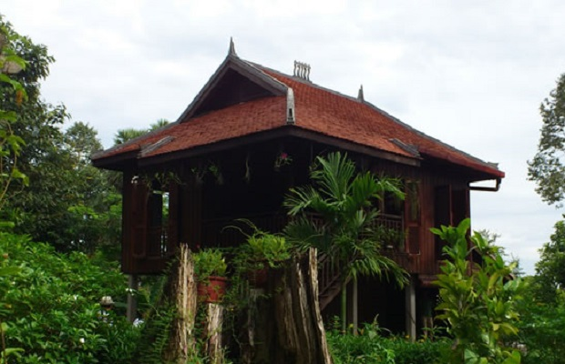 maison traditionnelle cambodgienne