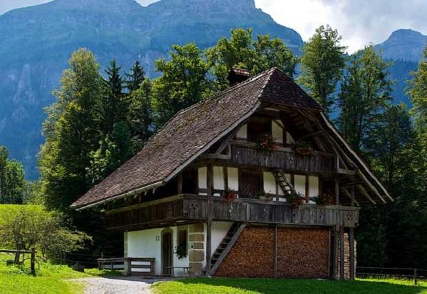 Chalet suisse la beaut simple du bois for Architecture traditionnelle definition