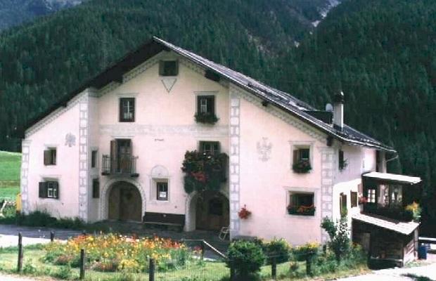 Les maisons typiques de l 39 engadine en suisse - Incroyable maison monolithique en suisse ...
