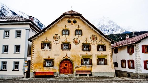 Les maisons typiques de l'Engadine en Suisse