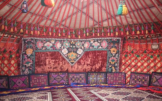 tente traditionnelle turkmenistan intérieur