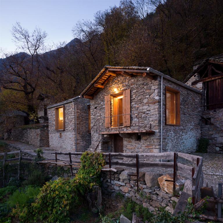 Maison de montagne en pierre rénovée (1)