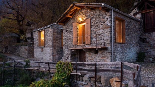 Restauration d'une maison de montagne en pierre du 16ème siècle