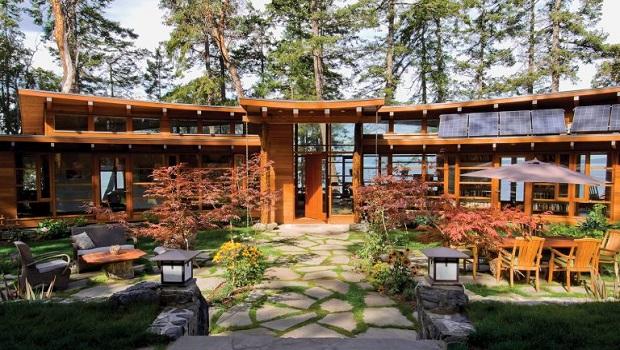 Une surprenante maison circulaire avec une magnifique cour intérieure
