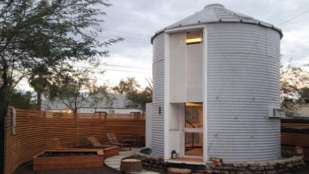Un silo à grains transformé en une confortable petite maison de 30 mètres carrés