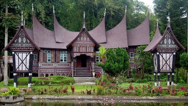 Rumah gadang : la maison traditionnelle des Minangkabau à l'ouest de Sumatra