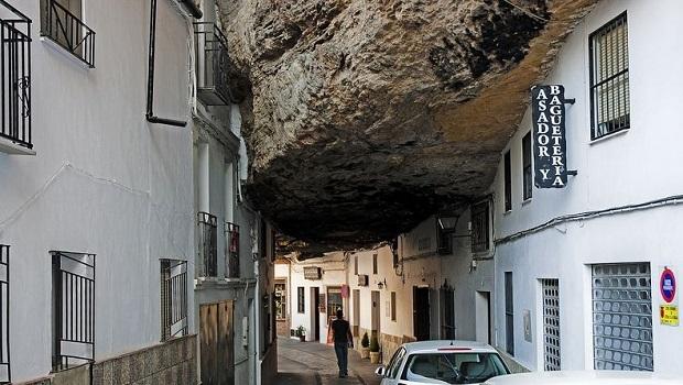 Setenil de Las Bodegas : une ville dans la roche