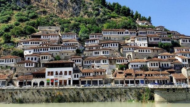 Berat La Ville Aux Mille Fenêtres
