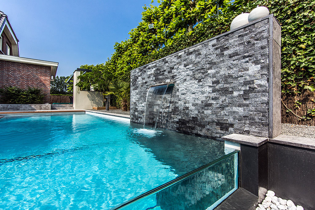 Un jardin de rêve avec une incroyable piscine