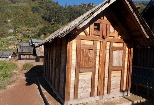 maison en bois zafimaniry 3