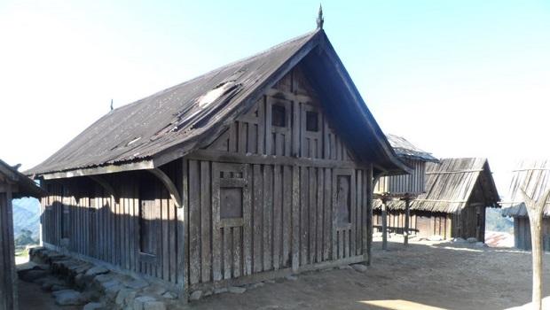 maison en bois zafimaniry 6