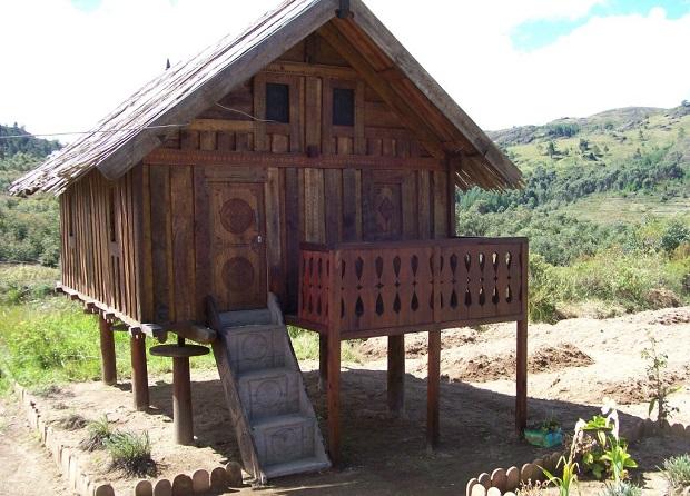 maison en bois zafimaniry 7