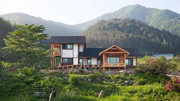 Une belle demeure d 39 inspiration cor enne - Maison provinciale rustique campagne svetti ...