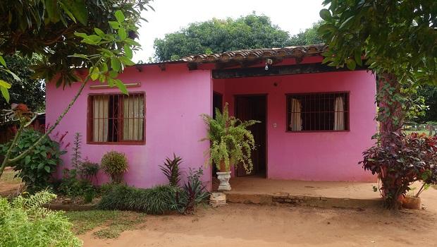 les maisons travers le paraguay. Black Bedroom Furniture Sets. Home Design Ideas