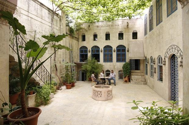 la maison traditionnelle syrienne avec cour. Black Bedroom Furniture Sets. Home Design Ideas