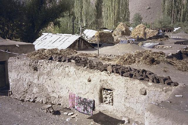Maison en Afghanistan. Le puits de lumière peut être vu sur le toit.