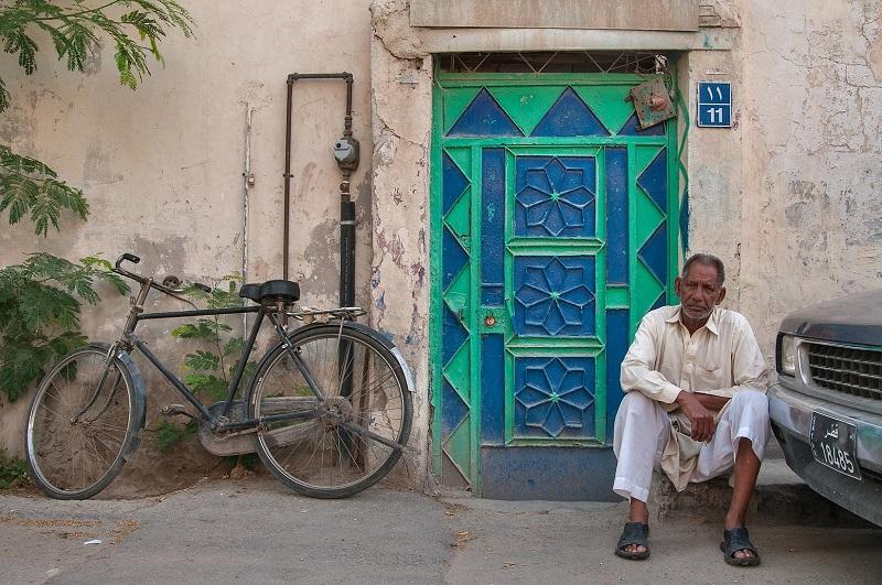 Porte en fer décoratif d'une vieille maison à Doha